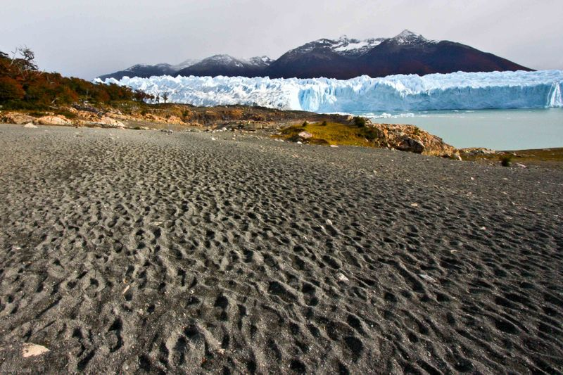 Lake Argentino shorline