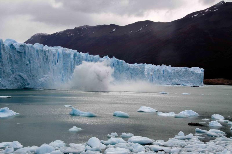 Ice falling off the Perito Moreno glacier