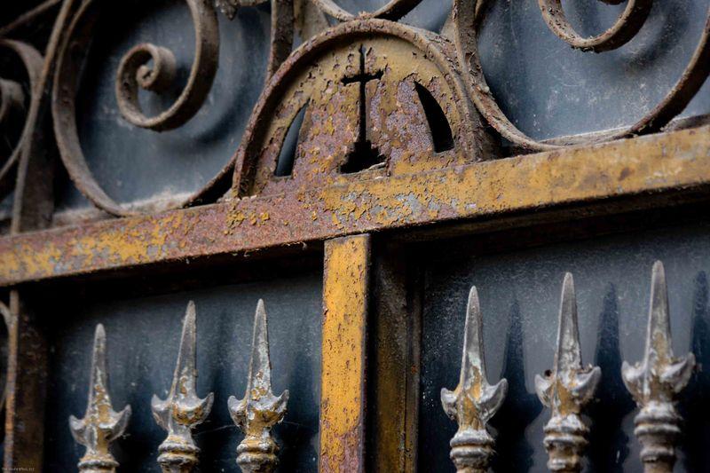 iron work detail at recoleta cemetery