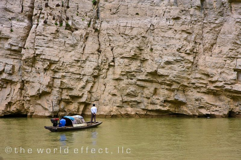 Fishermen. Long Men Gorge, China