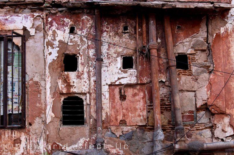 Beat up wall. Jaipur, India