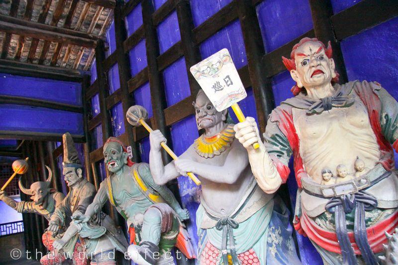 Creepy Statues. Yangtzee River, China