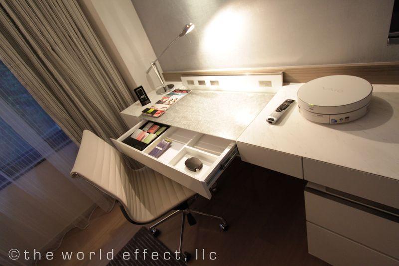 Hong Kong - Mira Desk
